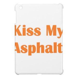 Bese mi naranja del asfalto