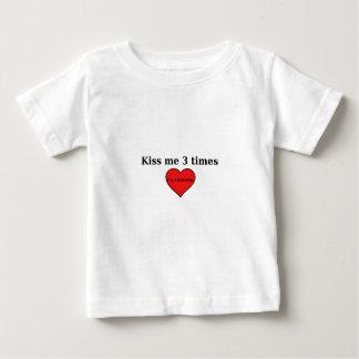 Béseme 3 veces - niño t shirts