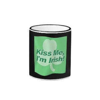 Béseme bandera del irlandés Im Taza De Café