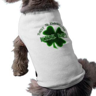 ¡Béseme! - El día de St Patrick feliz Camisa De Mascota