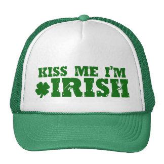 Béseme el irlandés Im Gorro De Camionero