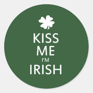 Béseme el irlandés Im Pegatinas Redondas