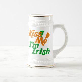 Béseme el irlandés Im Tazas