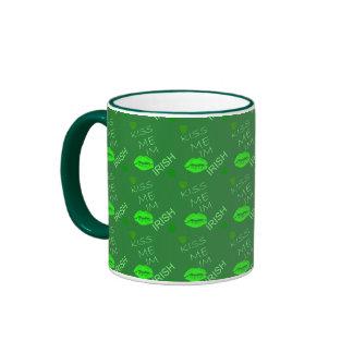 Béseme el irlandés Im Taza De Café