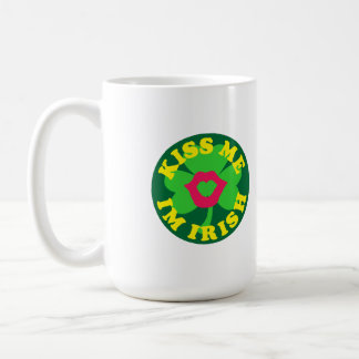 Béseme el irlandés im tazas de café