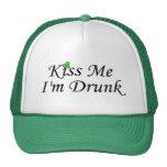 Béseme Im día borracho del St Patricks Gorro De Camionero