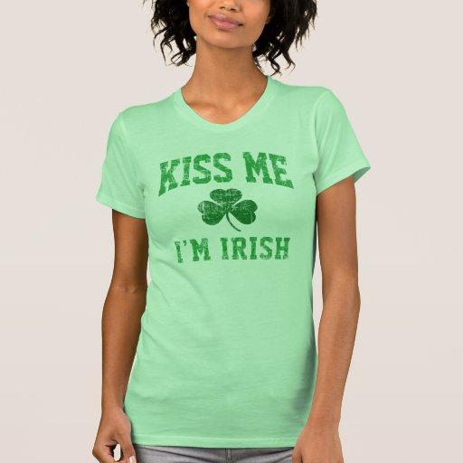 Béseme irlandés camisetas