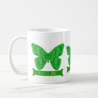 Béseme mariposa irlandesa tazas de café