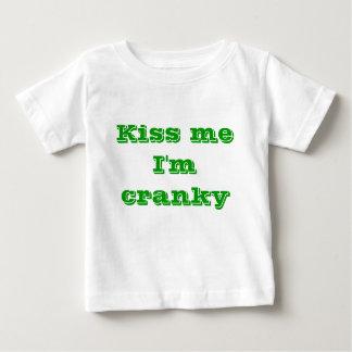 Béseme que estoy irritable t-shirts
