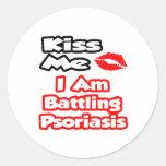 Béseme… que estoy luchando psoriasis pegatina redonda