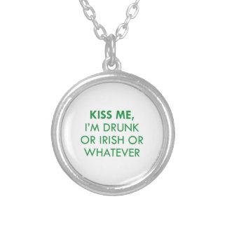 Béseme que me beben o irlandés o lo que pendiente personalizado