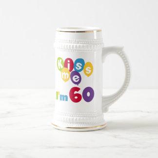 Béseme que soy 60 camisetas y regalos del cumpleañ taza de café