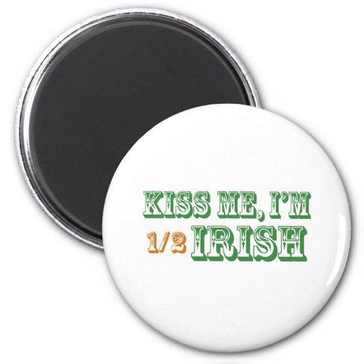 Béseme que soy a medias irlandés imán redondo 5 cm
