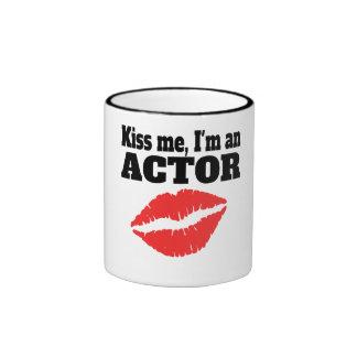 Béseme que soy actor taza de dos colores