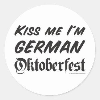 Béseme que soy alemán pegatina redonda