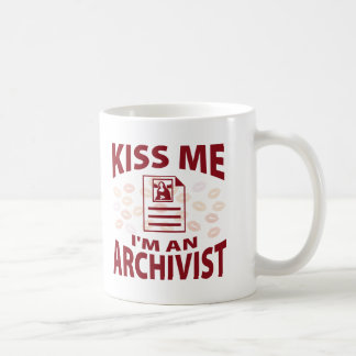 Béseme que soy archivista taza