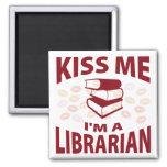 Béseme que soy bibliotecario iman de nevera