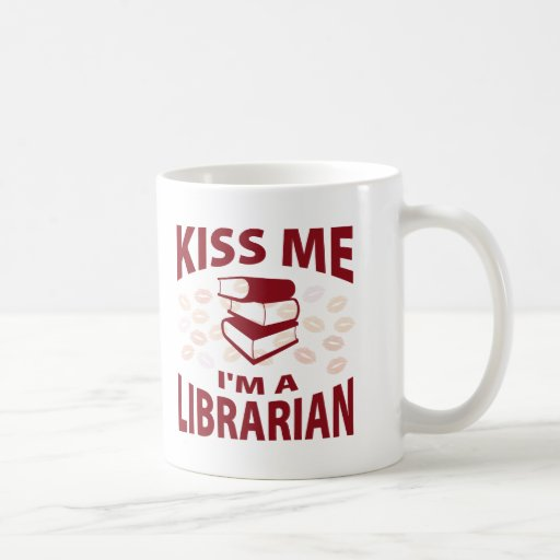 Béseme que soy bibliotecario taza