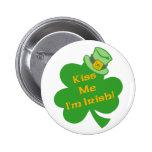 Béseme que soy botón irlandés pins