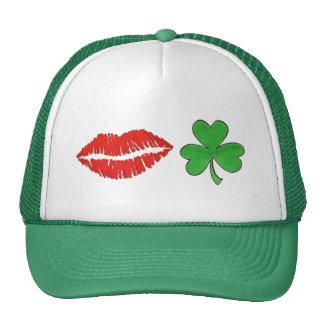 Béseme que soy gorra del día de St Patrick