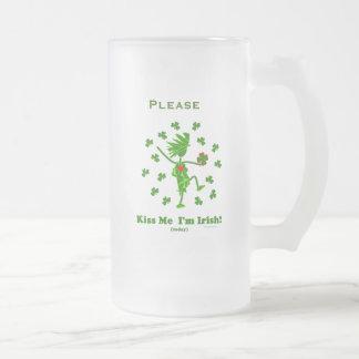 Béseme que soy (hoy) regalos y camisetas irlandese taza de café