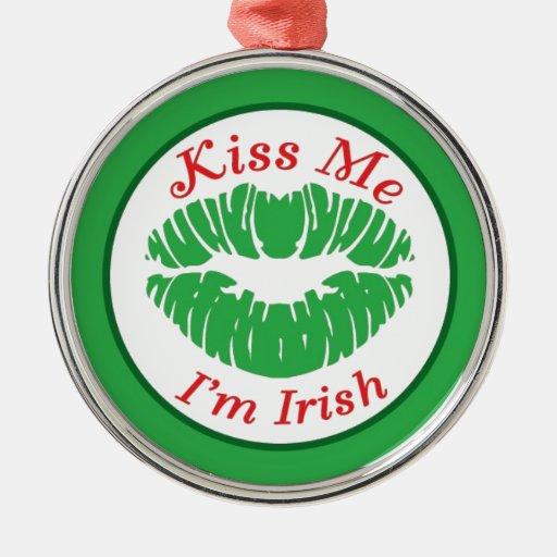 Béseme que soy irlandés adorno navideño redondo de metal