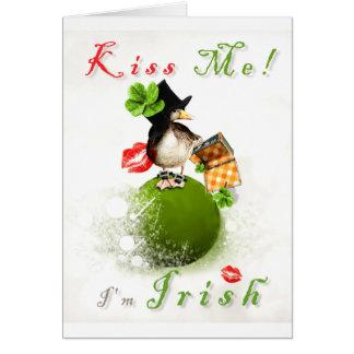 Béseme que soy irlandés con el Leprechaun Ducky en Tarjeta De Felicitación
