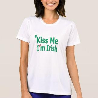Béseme que soy irlandés - día de Patricks del Camisetas