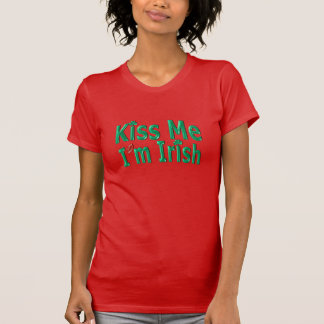 Béseme que soy irlandés - día de Patricks del Camiseta