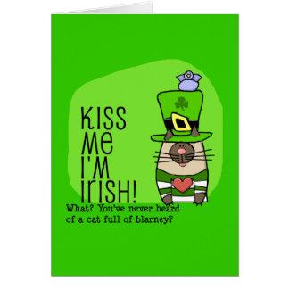 Béseme que soy irlandés, gato de la lisonja tarjeton
