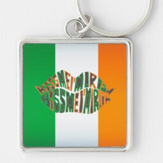 Béseme que soy irlandés llavero cuadrado plateado
