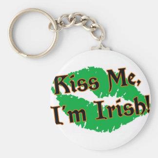 Béseme que soy irlandés llavero redondo tipo pin