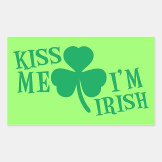 BÉSEME que soy irlandés Pegatina Rectangular