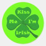 Béseme que soy irlandés pegatina redonda