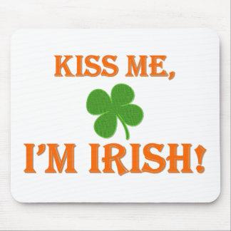 Béseme que soy irlandés alfombrilla de ratón