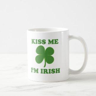 Béseme que soy irlandés tazas