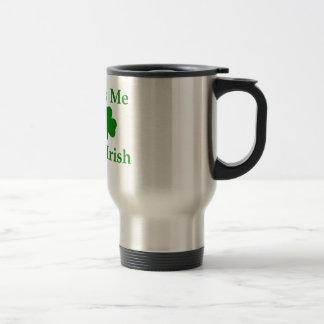 Béseme que soy irlandés taza de viaje