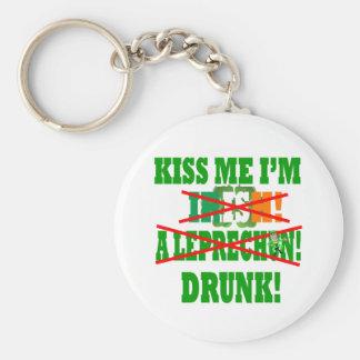 ¡Béseme que soy irlandés, un leprechaun, bebido! Llavero Redondo Tipo Pin