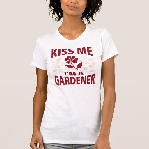 Béseme que soy jardinero tee shirts