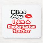 Béseme… que soy maestro de jardín de infancia alfombrillas de ratón