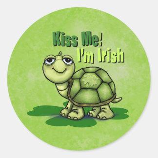 Béseme que soy pegatina irlandés