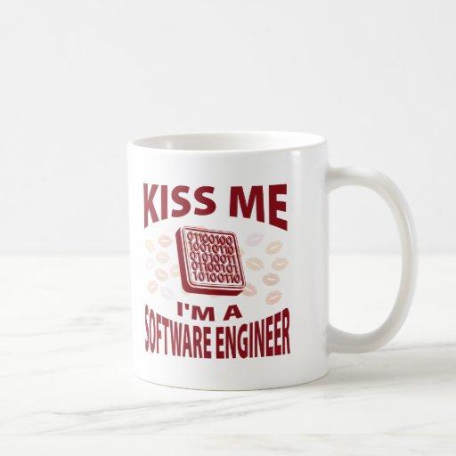 Béseme que soy Software Engineer Taza Básica Blanca