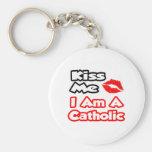 Béseme… que soy un católico llaveros personalizados