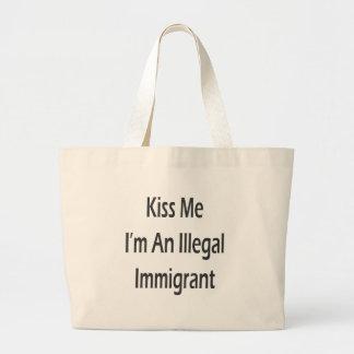 Béseme que soy un inmigrante ilegal bolsas lienzo