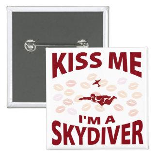 Béseme que soy un Skydiver Pin Cuadrada 5 Cm