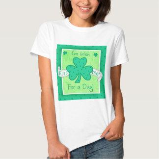 Béseme - soy irlandés para la camiseta de una playera