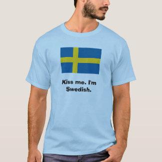 Béseme. Soy sueco Playera