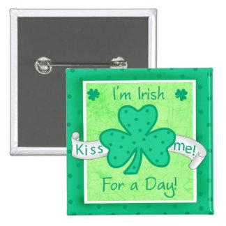 Béseme - soy un irlandés para una insignia del pin