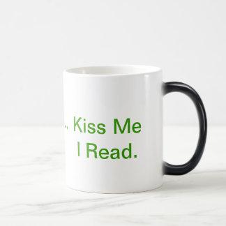 Béseme, yo leen la taza