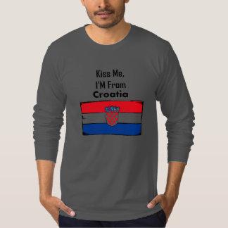 Béseme, yo son de Croacia Remeras